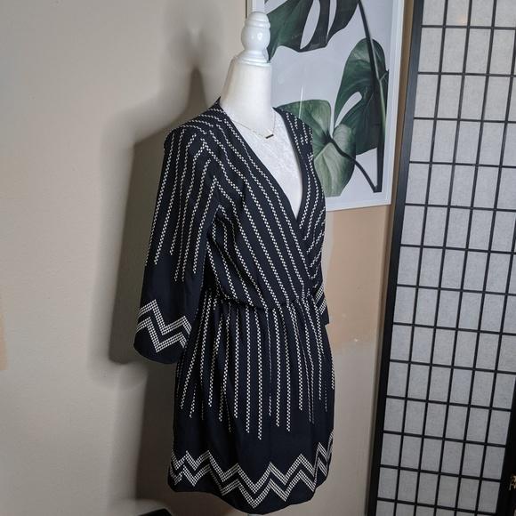 Lulu's Dresses & Skirts - Lulu's Boho Aztec Print Long Sleeves Dress V Neck